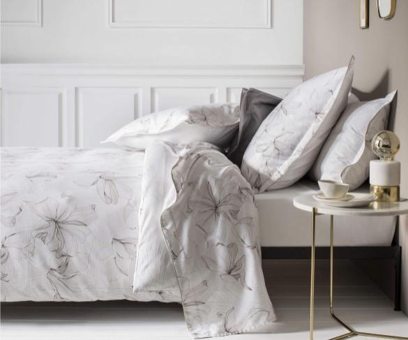 nina-ricci-parure-de-lit-de-luxe-fleurie-ondee-soie-satin-de-coton-ambiance_10